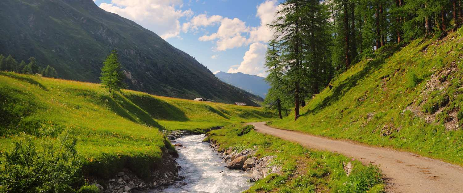 Wonderful hiking trail in the Swiss mountain landscape